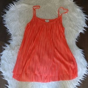 3/$20 NWOT pleated top in Coral, size medium